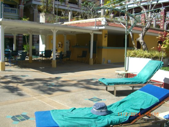 Aonang Ayodhaya Beach Resort: Poolbar - forlatt