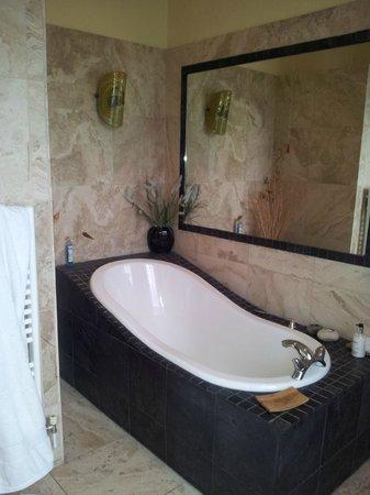 Sunnybank Boutique Guesthouse: Valley View bathroom