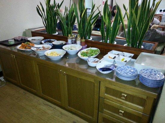 Heiwadai Hotel Arato : Tasty breakfast. Building is very old, but clean.