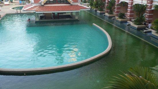 Aonang Ayodhaya Beach Resort: Katastrophaler Pool