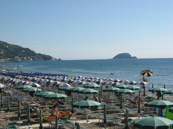 Hotel Beau Rivage: Spiaggia d'Estate