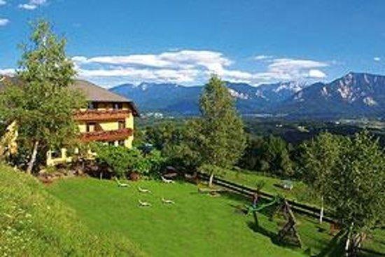 Landgasthof Ploeschenberg: TOP Wirtshaus und Hotel in schönster Lage mit Blick ins Rosental und auf die Karawanken