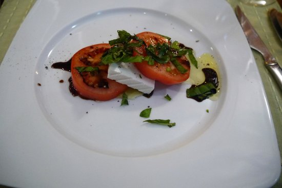 Bodeguita El Andaluz: local goats cheese, tomatoes, and basil