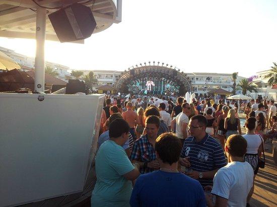 Ushuaia Ibiza Beach Club: Festa durante o dia ainda