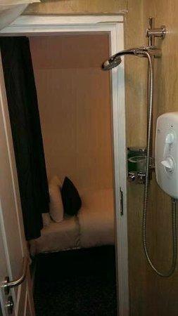 Prince Regent Hotel Excel London: Deluxe Bathroom (NOT)