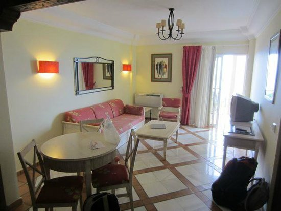 Hotel Las Aguilas : Salon der Suite