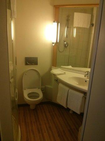 Ibis Amsterdam Centre: la salle de bain