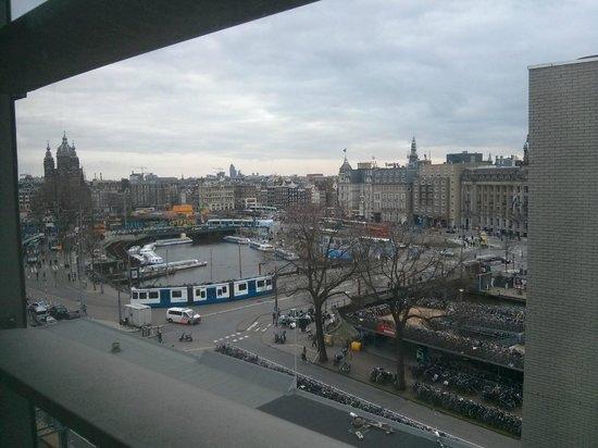 Ibis Amsterdam Centre: vue de l'ascenseur