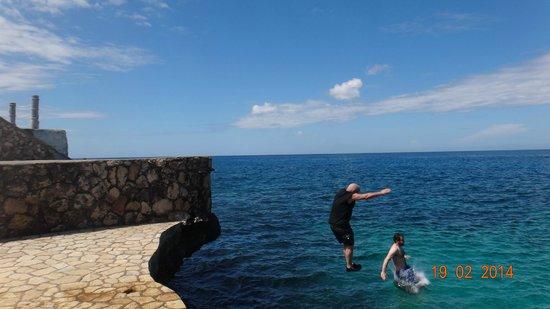 Samsara Cliffs Resort: cliff jumping