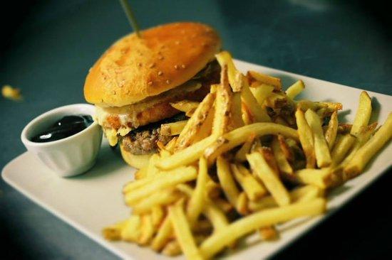 MR Greaser: big foot burger et frites maison