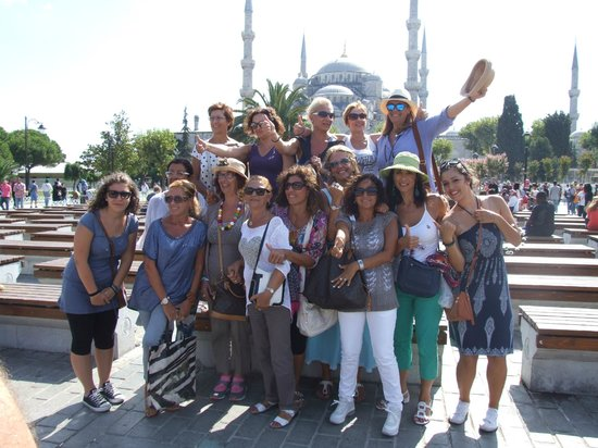 Cengo Travel: Infront of the Blue Mosque