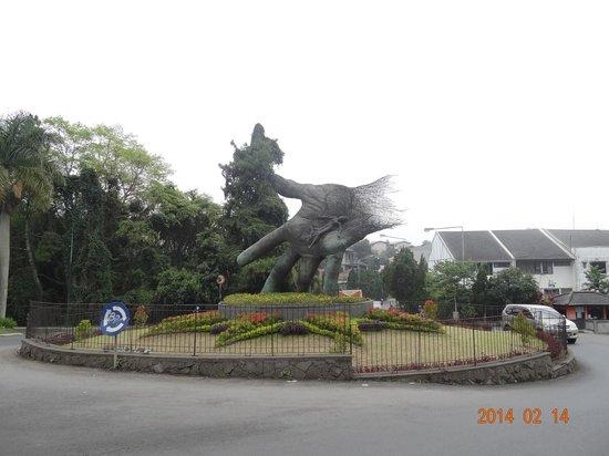 NuArt Sculpture Park : Roundabout near the entrance