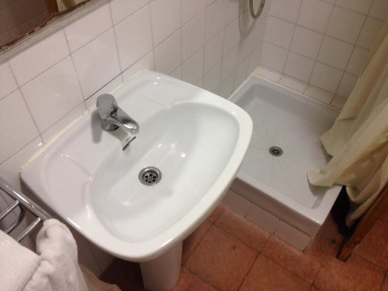 Hostal Abrevadero: Bathroom for room 203