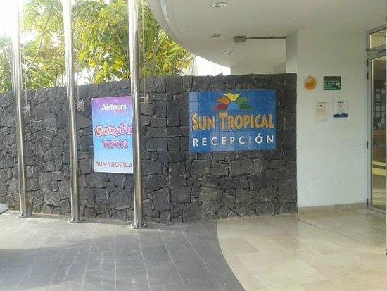 THB Tropical Island : entrada del hotel