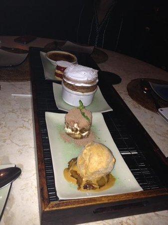 Park Cafe: dessert for 4 of us