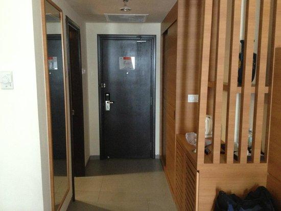 Swan Garden Hotel: Door Way