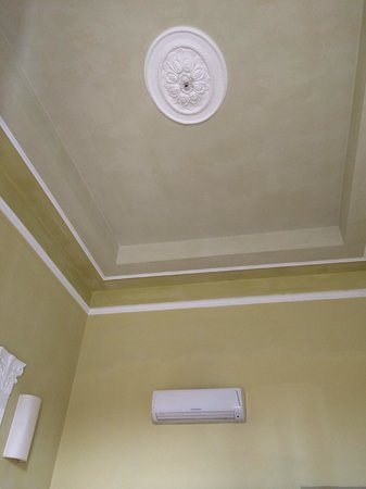 Hotel Bretagna: soffitto camera