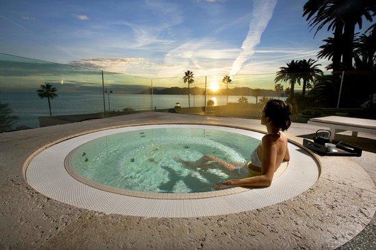 Thermes Marins de Cannes: Jacuzzi vue mer