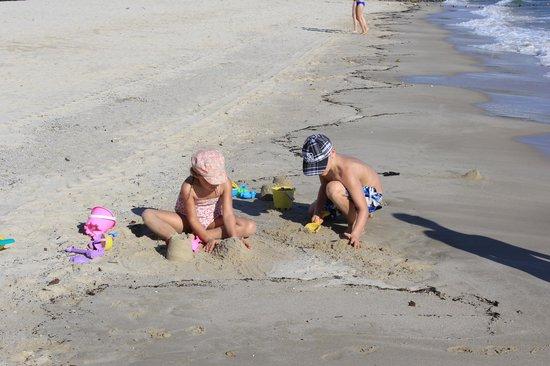 Berjaya Langkawi Resort - Malaysia: kids playing at beach