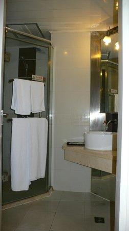 Motel 168 Shanghai Yan'an West Road: シャワールーム