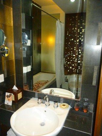 Kuta Seaview Boutique Resort & Spa : baño