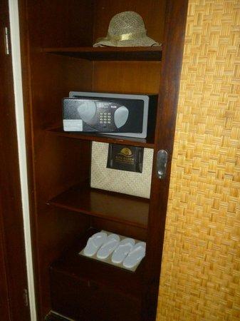 Kuta Seaview Boutique Resort & Spa : caja fuerte y cortesias