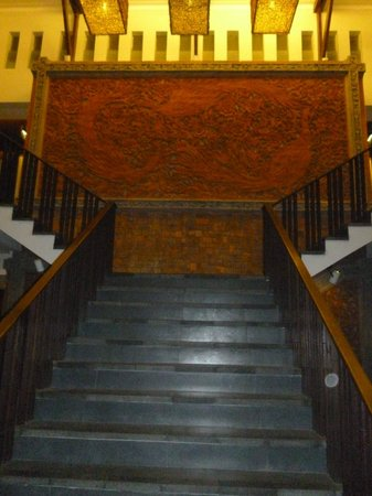 Kuta Seaview Boutique Resort & Spa: escaleras centrales
