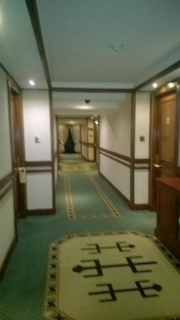 Nairobi Serena Hotel: Passage way