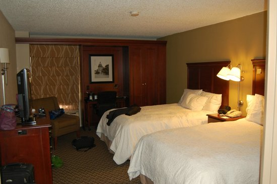Hampton Inn Austin-North at I-35 and Hwy 183: Ok sized bedroom