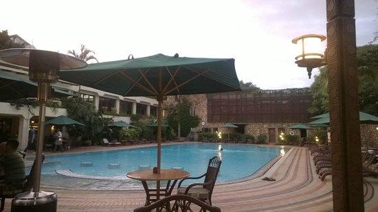 Nairobi Serena Hotel: Pool Area