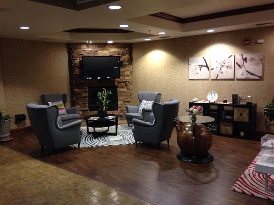 Holiday Inn Express Tehachapi Hwy 58 / Mill Street: Lobby