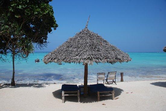 Ras Nungwi Beach Hotel : Sunbeds