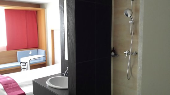 Hotel Daniel Graz : Bad/Dushe und Bett