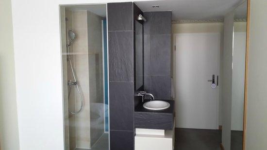 Hotel Daniel Graz : Offenes Bad/Dusche