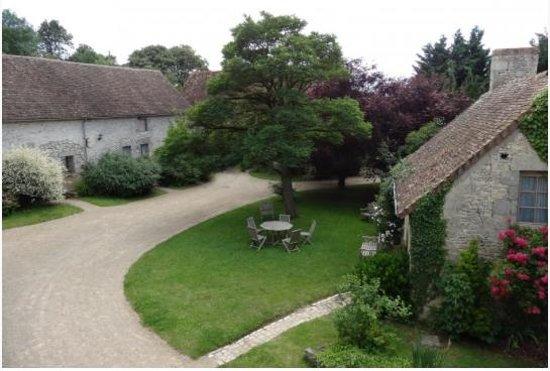 La Garenciere : The courtyard showing the B&B rooms and La Petite Maison