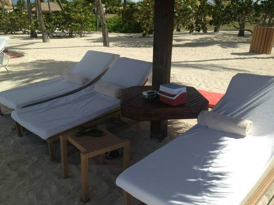 Jumby Bay, A Rosewood Resort : Beach chairs/cooler at the main beach...there were  always enough!
