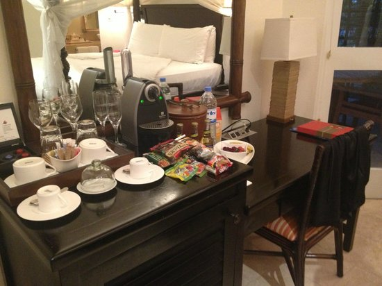 Jumby Bay, A Rosewood Resort: Our snacks! Refilled by housekeeping daily!
