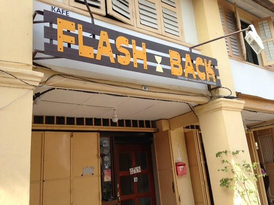 Flash.Back Homestay : Outside street location