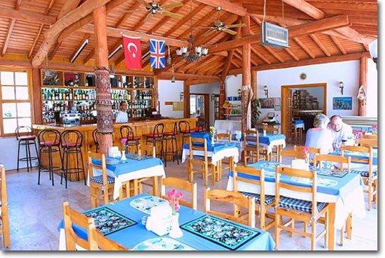 Saray Hotel & Apartments: Bar/Breakfast Area