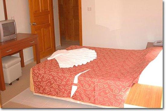 Saray Hotel & Apartments: Bedroom