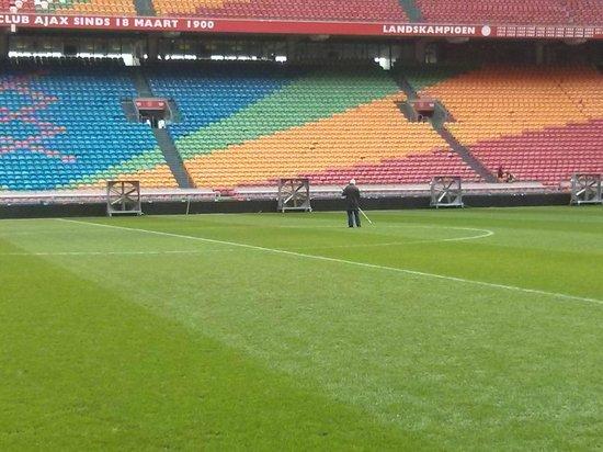 Amsterdam ArenA : le nettoyage du terrain
