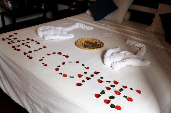 Cinnamon Hotel Saigon: Our bed upon arrival :)