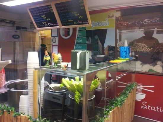 Noodle Station: pleasant decor