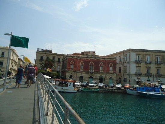 SAT Group Tours: Ponte Nuovo  liga Siracusa à  Ortigia