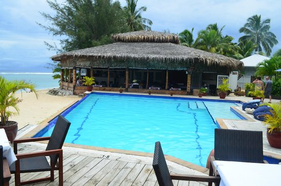 Manuia Beach Resort: pool and restaurant