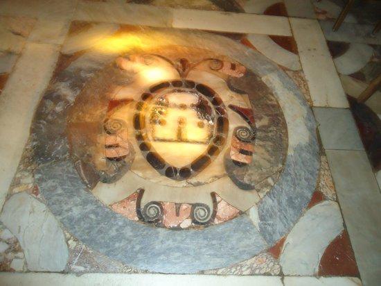 SAT Group Tours: detalhe do piso do Duomo