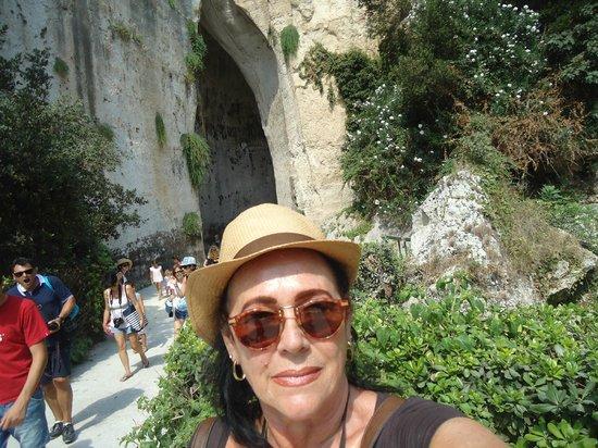 SAT Group Tours: Ao fundo , entrada da Orelha de Dionísio