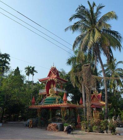 Great Sacred Stupa (Pha That Luang): Pha That Luang,