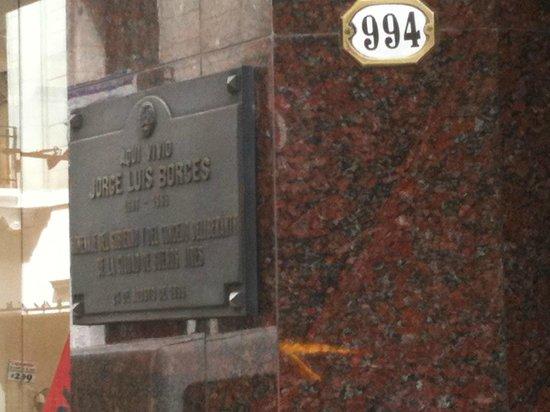 Recoleta: Detalle de la entrada al edificio