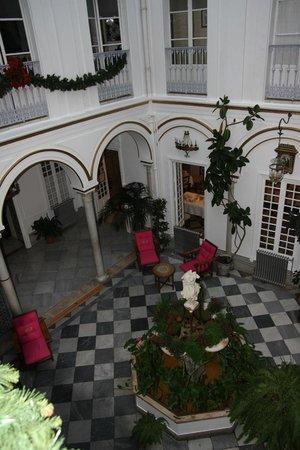 Simon Hotel: cortile interno